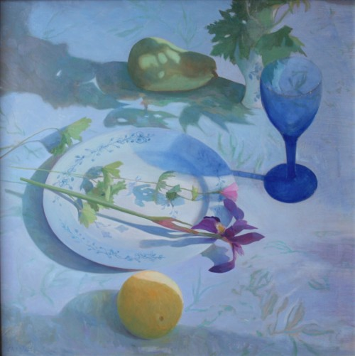 Stilleven met blauw glas