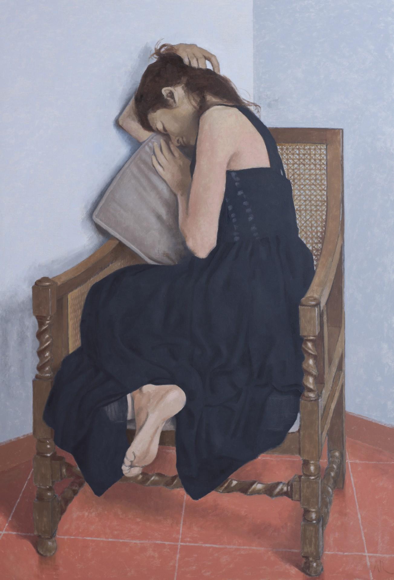 Vrouw met zwarte jurk
