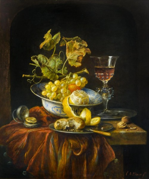 Venetiaans glas met citroen, zilveren bonen, Delfts blauwe schaal en zakhorloge