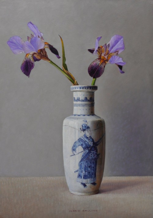 Iris in Chinese vaas