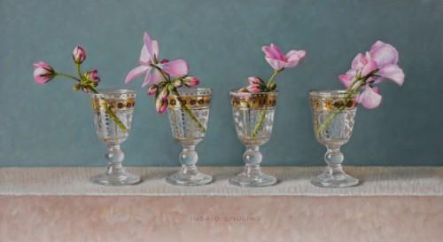 Antieke glaasjes met roze geranium